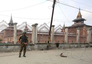 Authorities seals old city Srinagar to Foil Separatists Unity March on Friday