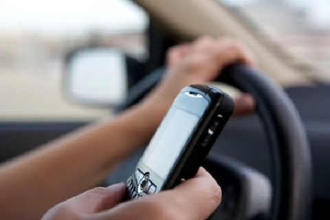 Police To Suspend License Of Drivers Using Mobile Phone