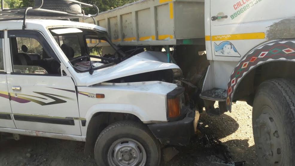 11 Persons Injured In Uri Accident, Cop Critical
