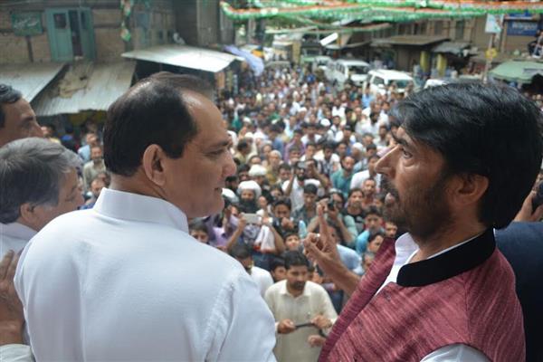 G A Mir, Azharuddin lead road show in Anantnag