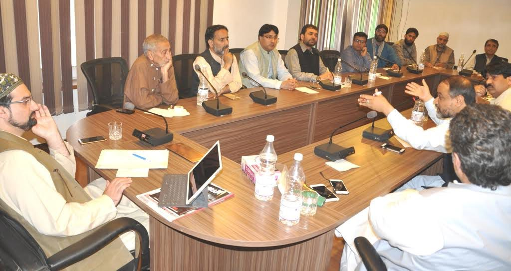 By Curbing Peoples' Movement, Govt Adding Fuel To Fire: Hurriyat (m)
