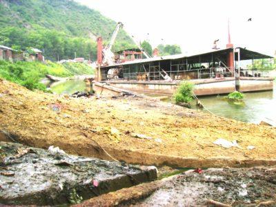 Unfazed By 2014 Deluge, Authorities De-slit Jehlum At Snails Place In B'la