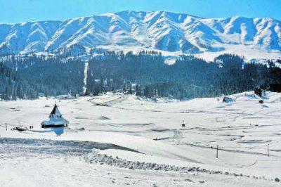 Kashmir: Gulmarg, Pahalgam Receive Light Snowfall
