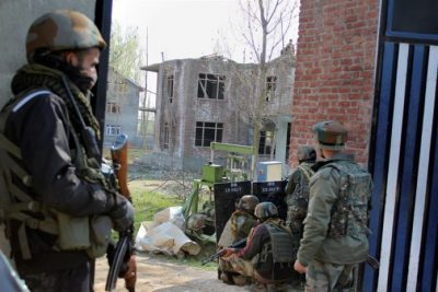 Anantnag Encounter:- A Civilian And Cop Killed, Two Armymen Injured